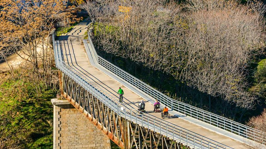 La Vía Verde del Aceite transcurre entre Linares (Jaén) y Puente Genil (Córdoba).