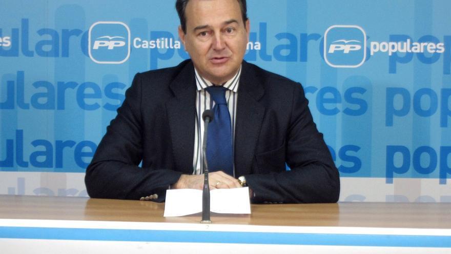 El Congreso ratificará hoy la autorización a Agustín Conde para asesorar al Banco de Santander