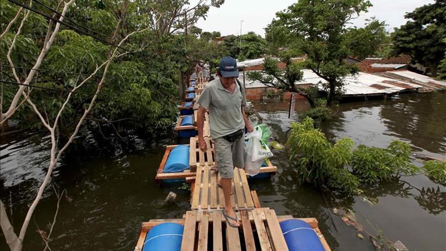 El Gobierno paraguayo urge evacuar una ciudad ante el peligro de una inundación masiva