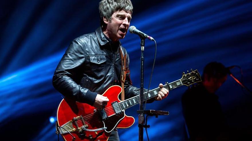 Cumple 50 años Noel Gallagher, el hermano provocador de Oasis
