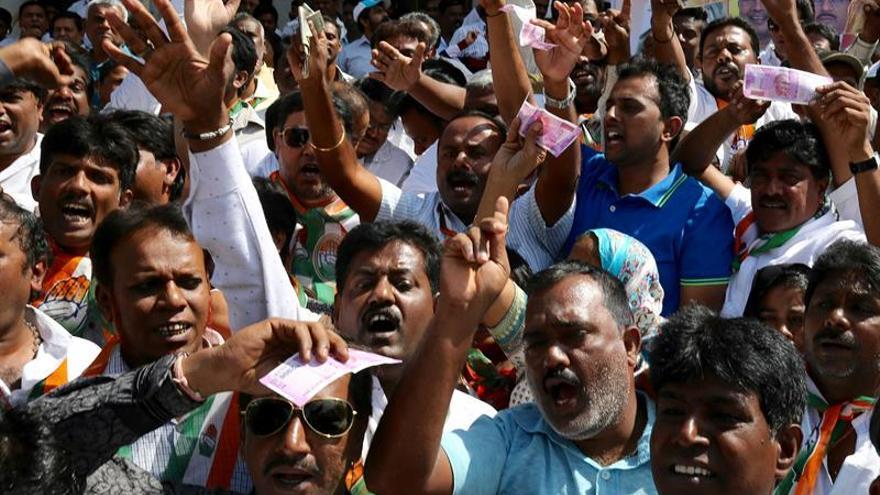 Oposición protesta en las calles de India contra decisión monetaria de Modi