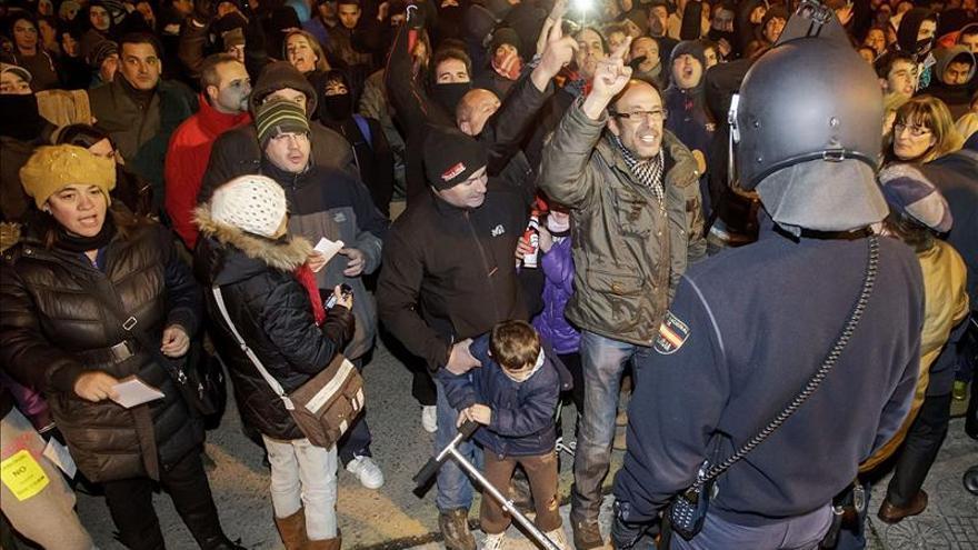 Unas 200 personas ocupan en Burgos la zona de obras de la calle Vitoria