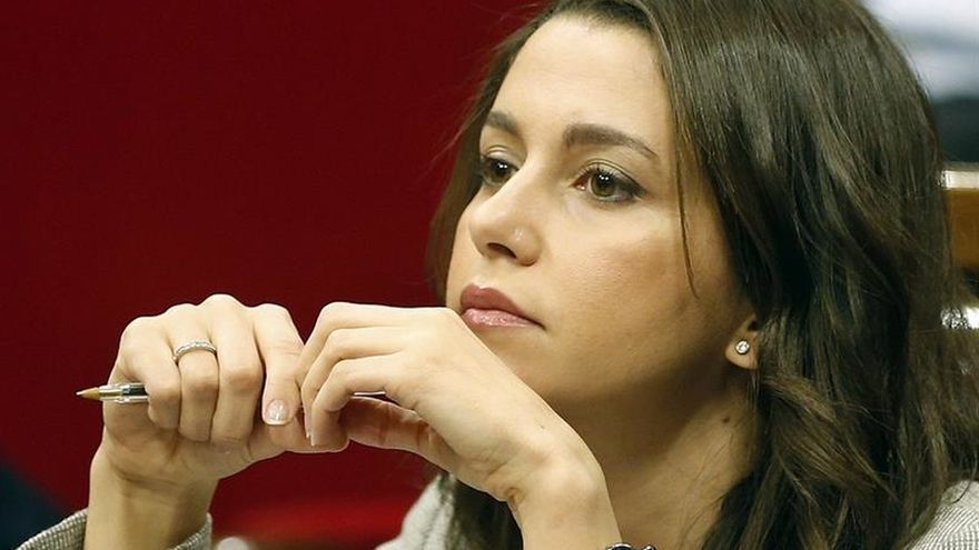 """Arrimadas apela a """"renunciar a sillas"""" tras 26J para evitar otras elecciones"""