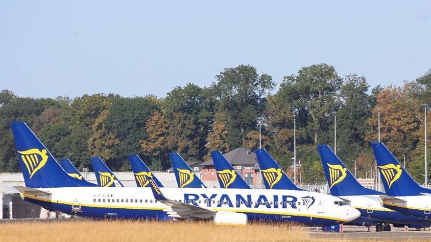Los pilotos de Ryanair amenazan con ir a la huelga por el cierre de bases
