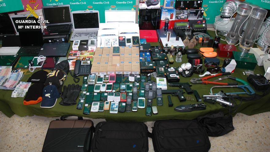 Desarticulada una organización que sustrajo más de 1.000 móviles en tiendas en Bizkaia, Cantabria, La Rioja y Burgos