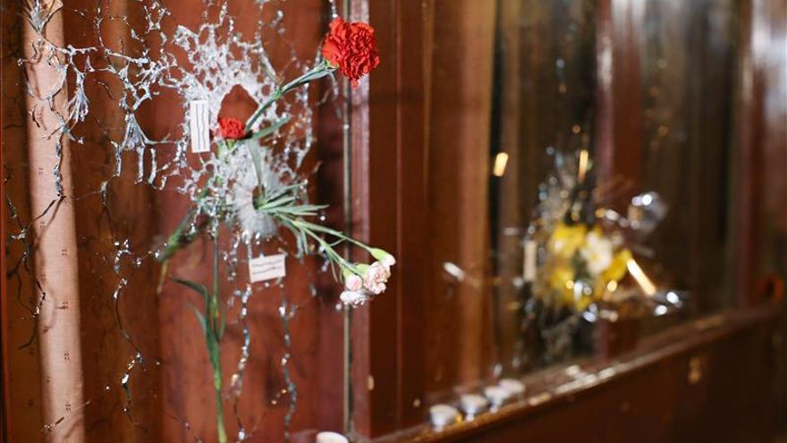 París amanece aun conmocionada por el peor ataque terrorista de su historia