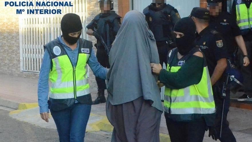 La mujer que iba a ir a Siria con la yihadista de Granollers se llama Sanae y fue detenida en octubre por la Policía