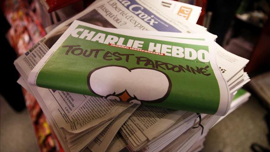 """Polémica en los premios PEN de literatura por galardón a """"Charlie Hebdo"""""""