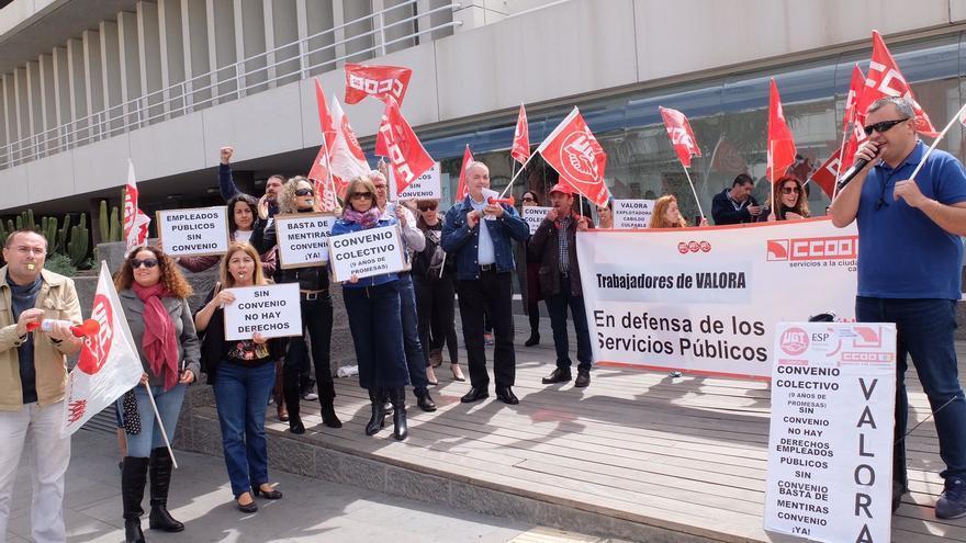 Protesta de trabajadores de Valora frente al Cabildo de Gran Canaria.