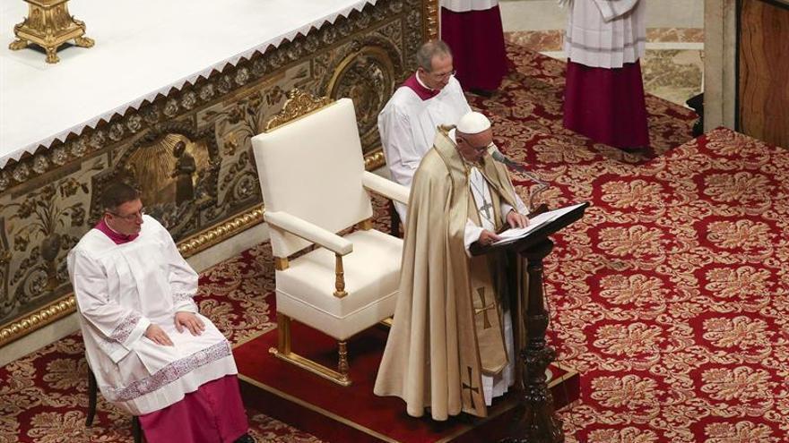 El papa cierra la Puerta Santa de la Basílica de San Pedro por el Jubileo