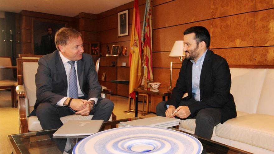 Imagen de la entrevista entre Juan Carlos Moragues y Vicent Marzà