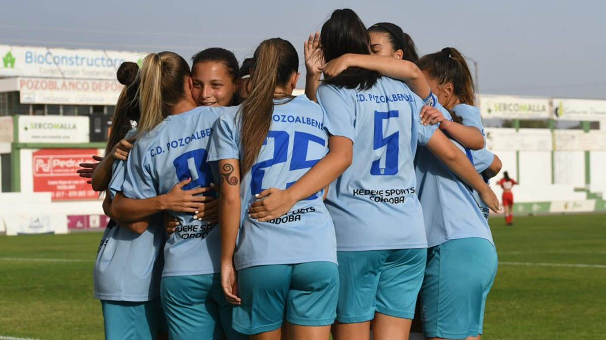 Las jugadoras del Pozoalbense celebran un gol