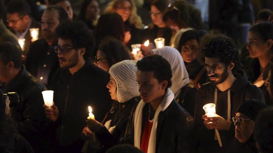 Suben a 26 los muertos en el atentado en una iglesia cairota al fallecer una niña