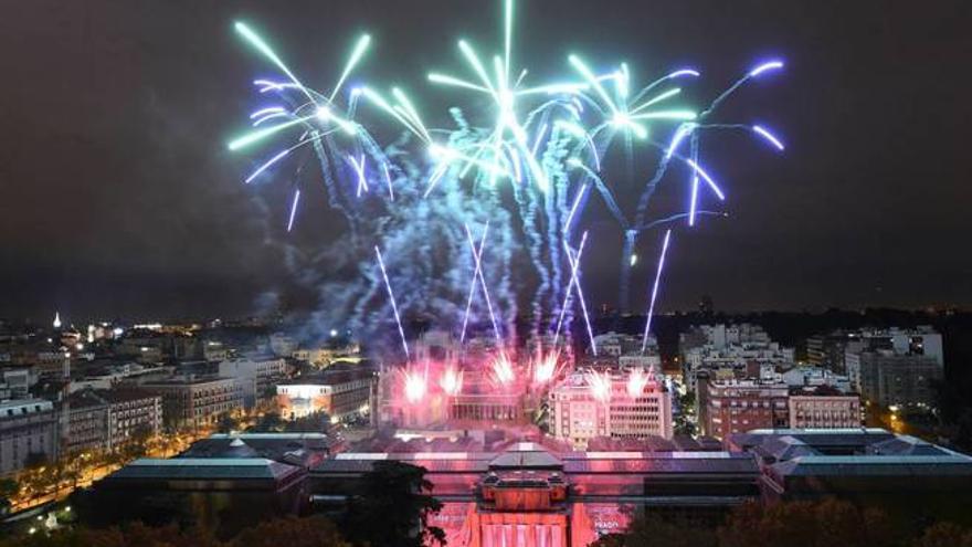 Fuegos artificiales para celebrar el bicentenario del Museo del Prado.