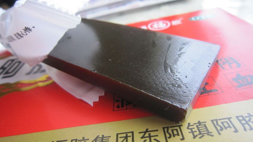 Una barra de Ejiao, hecha a base de pieles de burro