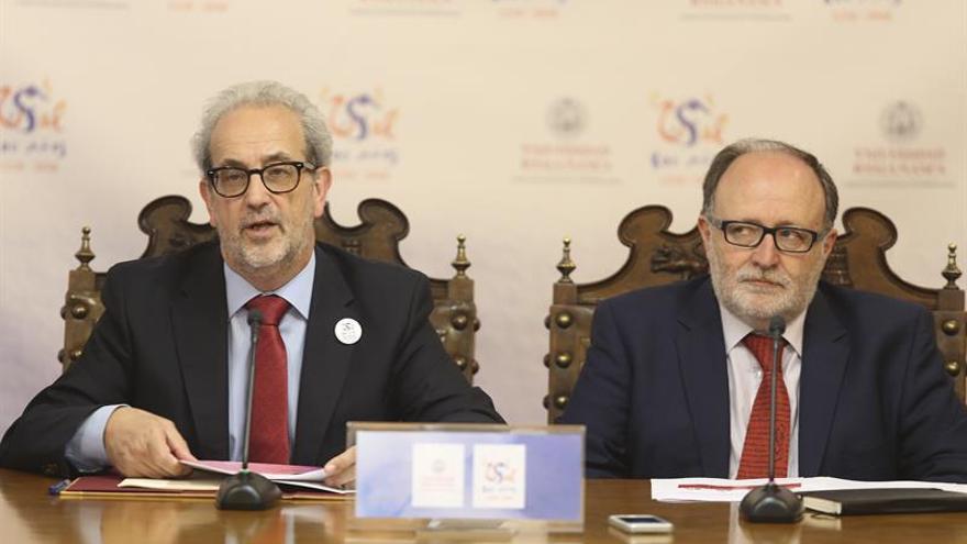 La Universidad de Salamanca expone en Madrid 23 de sus tesoros manuscritos