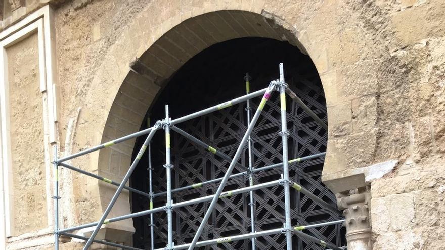 El Cabildo inicia los trabajos para retirar la celosía y abrir la segunda puerta de la Mezquita