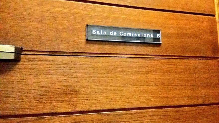 Sala de Comisiones B de Les Corts, donde comparece Luis Bárcenas (@sezaret)