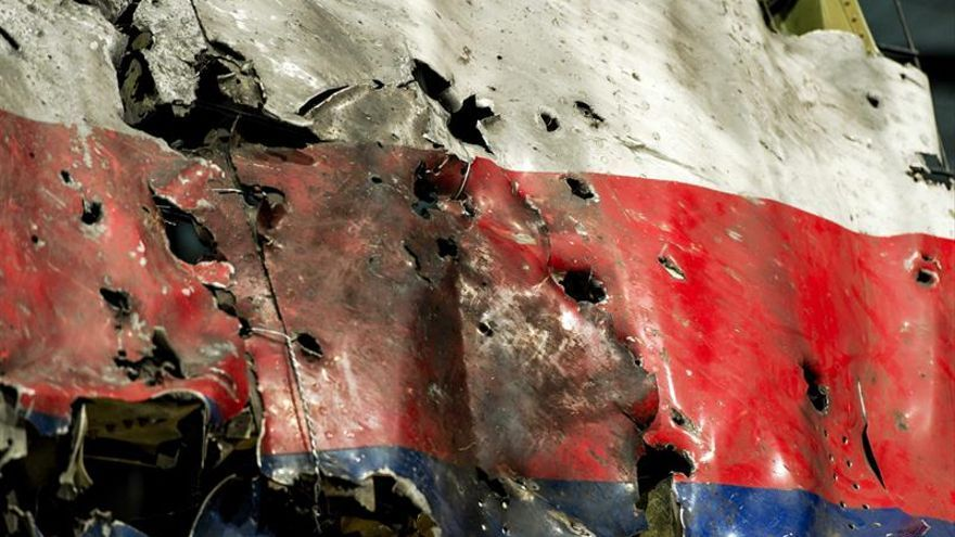 Familiares de víctimas del MH17 se manifiestan ante la embajada rusa en Holanda