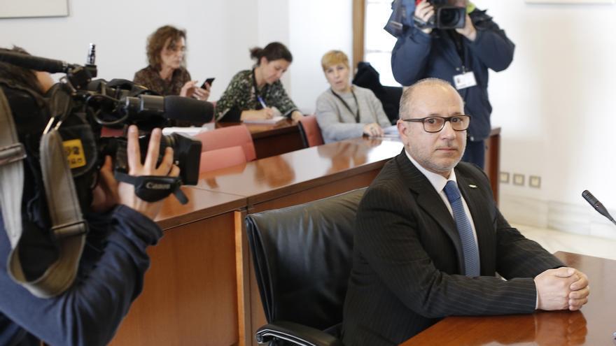 Alcaraz tomará hoy posesión de su escaño en el Senado como primer parlamentario nacional de Vox