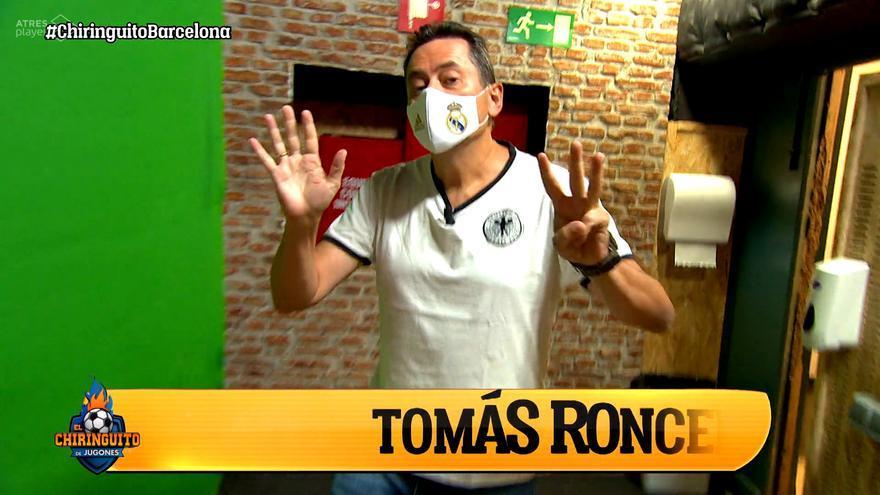 Tomás Roncero entrando al plató de 'El Chiringuito'