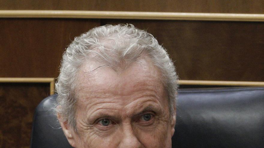 Morenés dice que hay que pagar las deudas para renegociar los programas de armamento