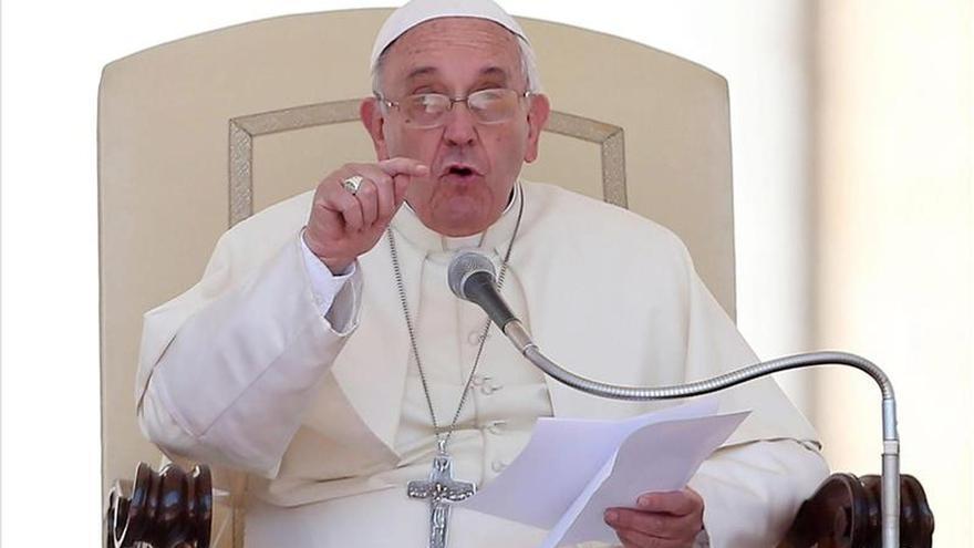 """El papa critica la sociedad que convierte el amor en """"un objeto de consumo"""""""