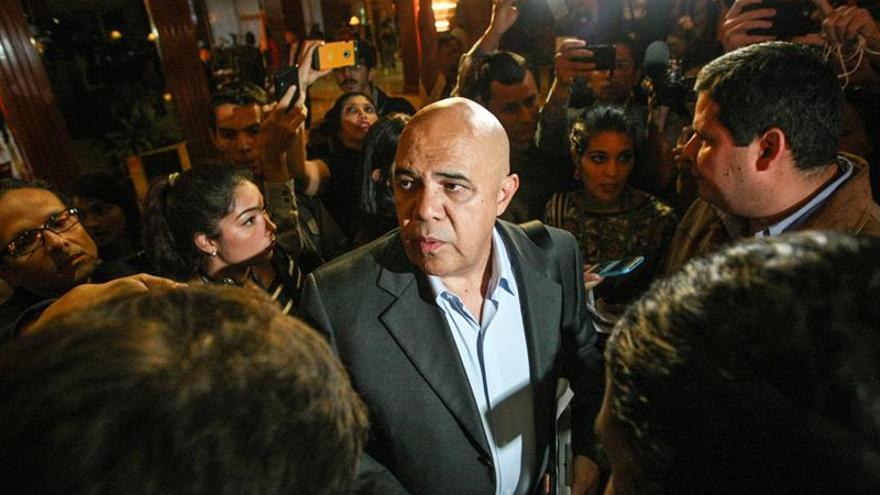 """Portavoz opositor dice """"solución electoral"""" avanza con diálogo en Venezuela"""