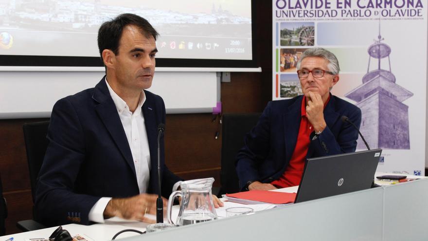 El juez Pablo Ruz y el presidente de la Asociación de la Prensa de Sevilla, Rafael Rodríguez