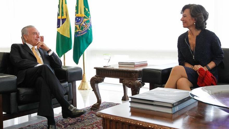 Ana Botín reafirma a Temer la confianza del Banco Santander en Brasil