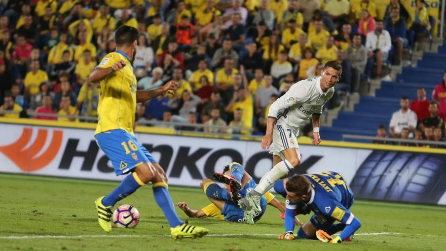 Cristiano Ronaldo remata. (ALEJANDRO RAMOS)