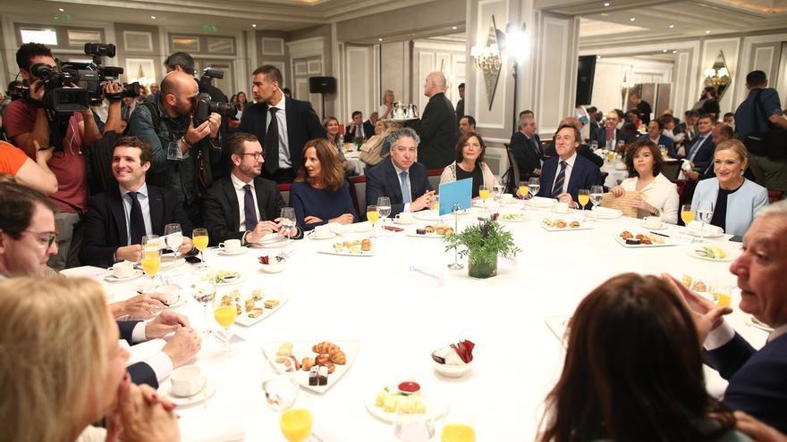 """Saénz de Santamaría defiende la posición del PP con el expresidente de Murcia: """"Cumplimos con los códigos éticos"""""""