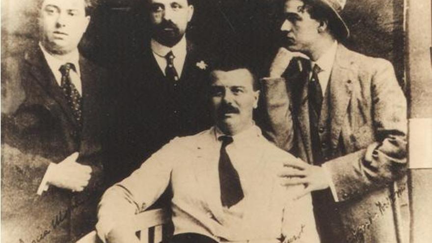 Pedro García Morales compositor, Juan Ramón Jiménez,  Eugenio Hermoso y Manuel Siurot (sentado).