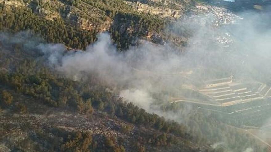 Imagen del incendio de Bolbaite durante la mañana del viernes
