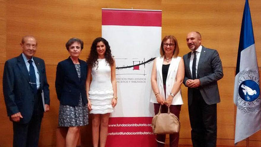 Claudia Prieto recibe el premio a mejor expediente universitario andaluz