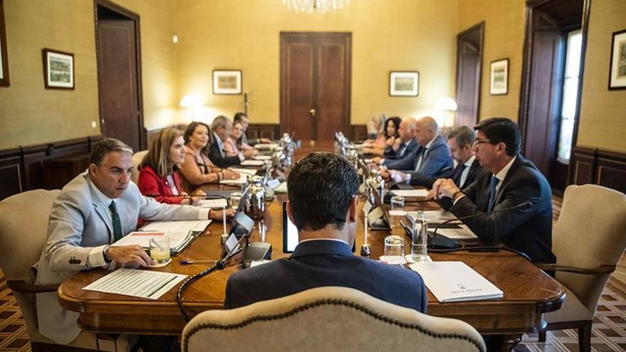 El presidente andaluz Juan Manuel Moreno preside el primer Consejo de Gobierno tras las vacaciones de verano.