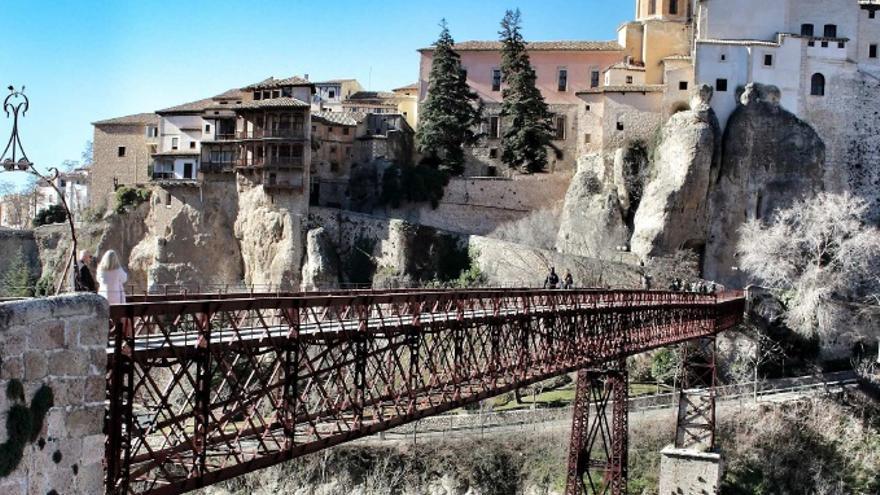 Puente de San Pablo en Cuenca que cruza el río Huécar