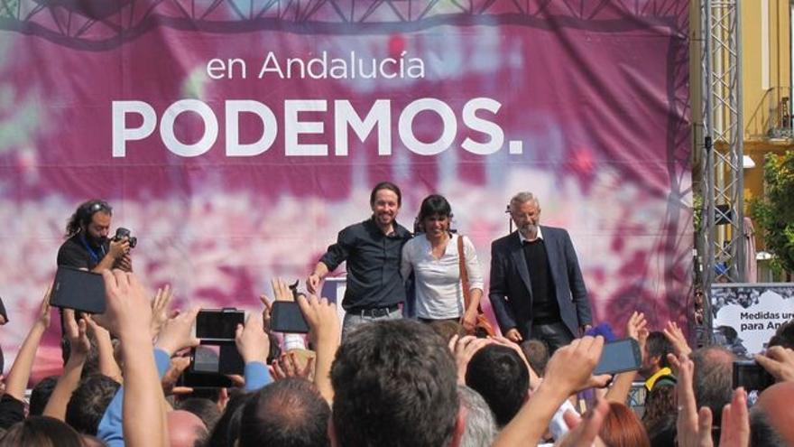 Pablo Iglesias y Teresa Rodríguez en Dos Hermanas en un mitin del 22M.