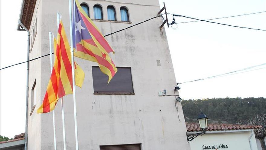 La Junta Electoral ordena quitar banderas independentistas de edificios públicos