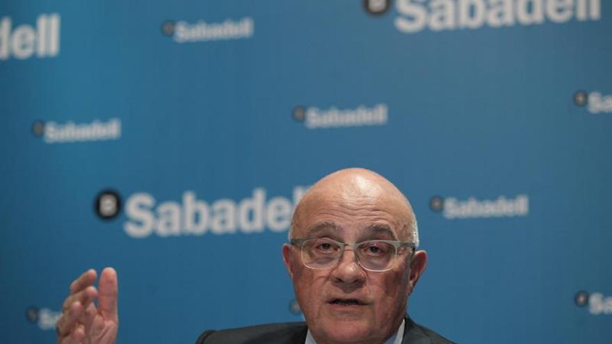 """Oliu (Sabadell) critica el """"ataque a la banca"""" por las cláusulas suelo"""