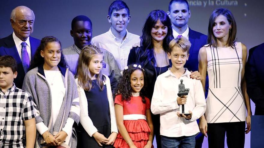 La Reina entrega premios a proyectos educativos de Granada, Madrid y Ávila