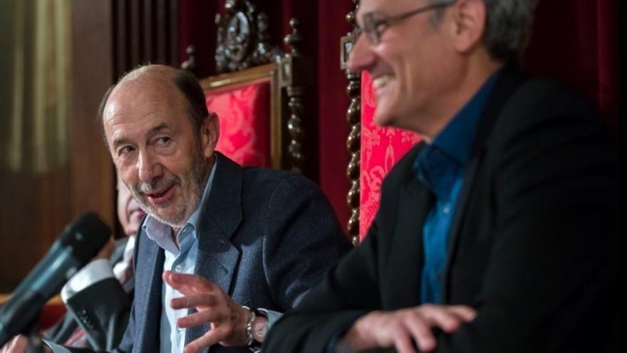 """Rubalcaba insta a plantearse qué candidato a la Secretaría General """"sacará al PSOE de los 85 escaños"""""""