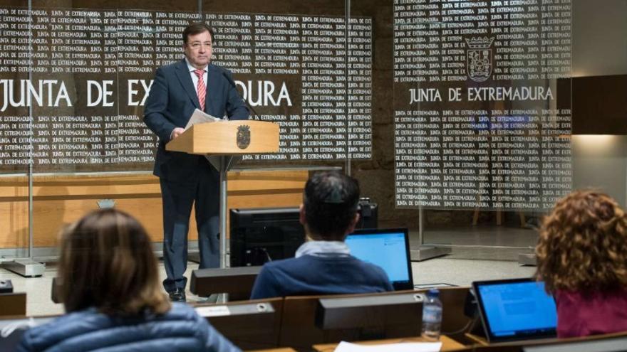 """Fernández Vara ha hecho un llamamiento a la ciudadanía para que """"no tomen decisiones conservadoras respecto a la salud y acudan al médico si sienten dificultades"""""""