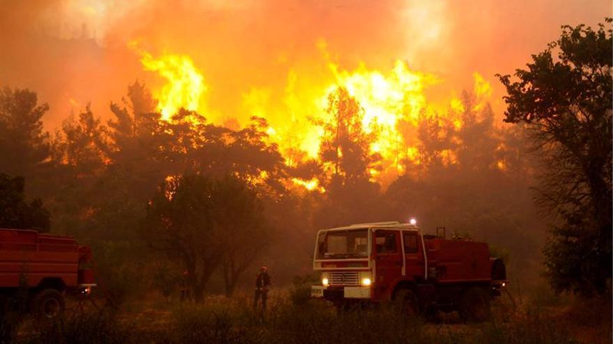 Miles de pasajeros de tren bloqueados por un incendio cerca de Marsella
