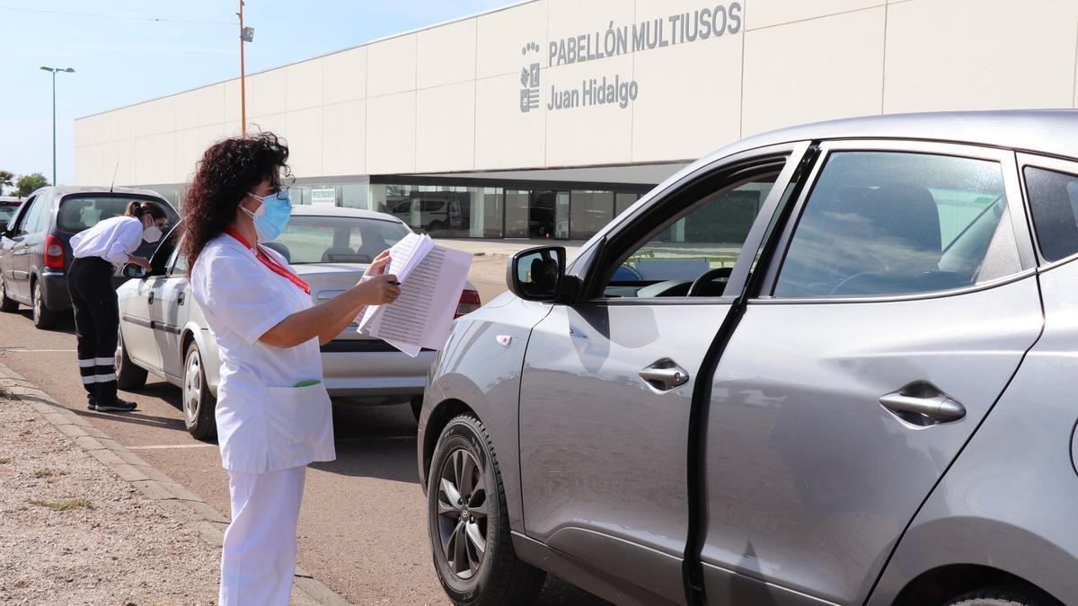 Punto de vacunación contra la covid-19 en la localidad pacense de Villanueva de la Serena