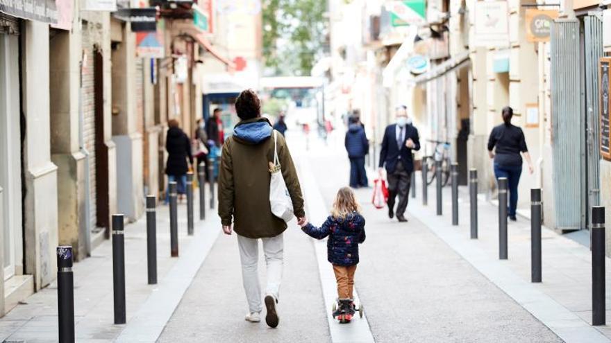 Calle peatonal en un barrio de Gràcia, en Barcelona