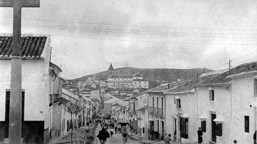 La calle de San Francisco en el pueblo de Teba (Málaga).