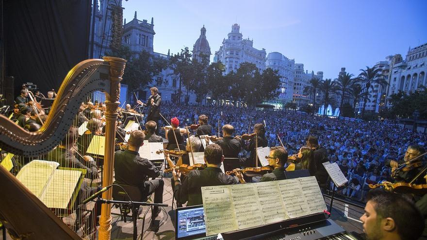 La orquesta de Valencia durante una actuación en la plaza del Ayuntamiento