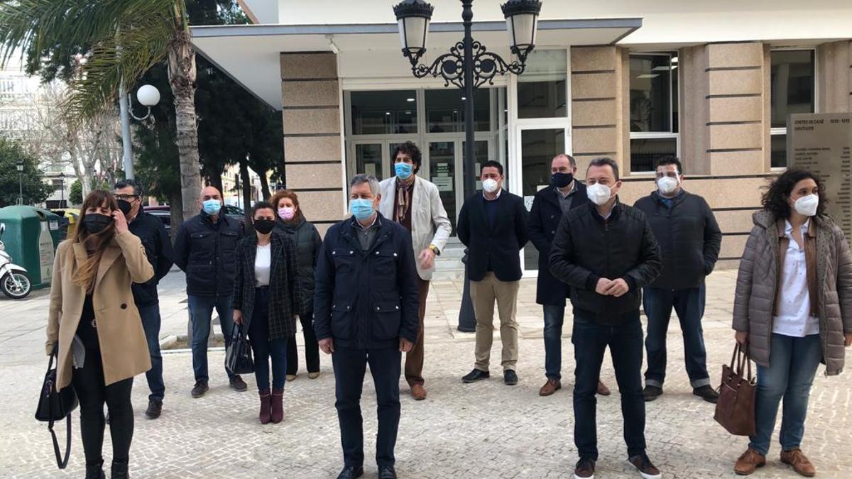 Alcaldes socialistas de la Sierra de Cádiz denuncian dificultades para vacunar a personas dependientes.