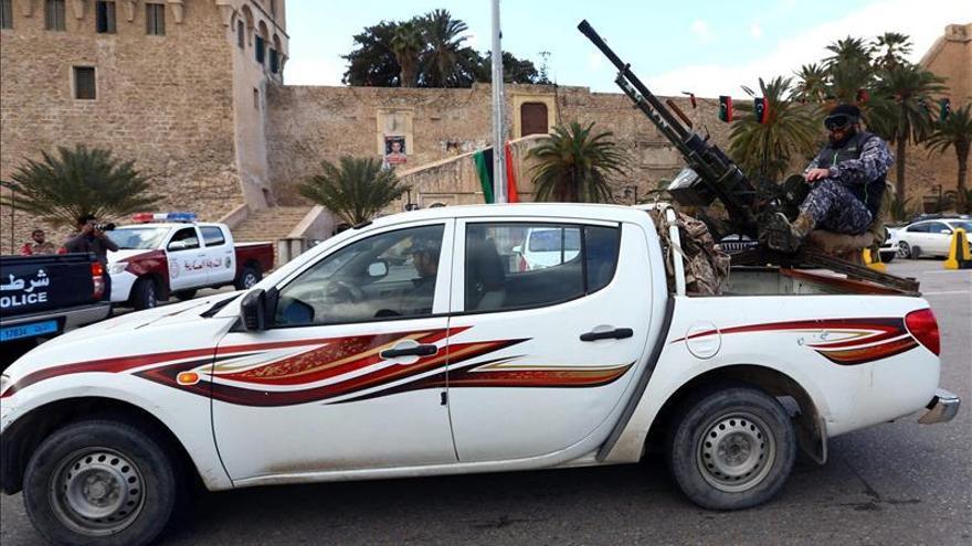 Once milicianos pro gobierno muertos en combates por el control de Bengazi
